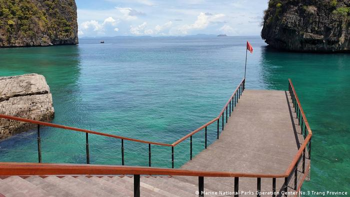 The new pier built around the back of Maya Bay