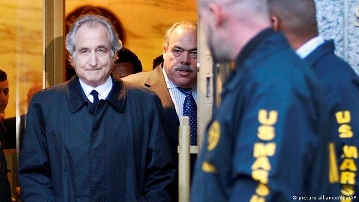 پلیس فدرال آمریکا اف بی آی در ماه دسامبر سال ۲۰۰۸ میداف را بازداشت کرد. از ۶۵ میلیارد دلاری که کلاهبرداری کرده بود چیزی حدود ۷۰ میلیون دلار باقی مانده بود که در حسابهای او توسط پلیس مسدود شدند.