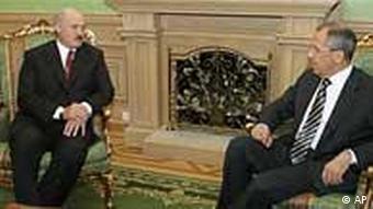 Alexander Lukaschenko und Sergej Lewrow (Foto: AP)