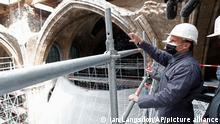 Frankreich Paris | Emmanuel Macron besucht Baustelle von Notre Dame