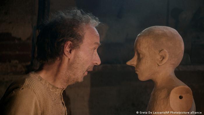 Роберто Бениньи (слева) в роли Джепетто
