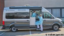 Deutschland Impfmobil vor dem Gesundheitswesen 2 in Zwickau