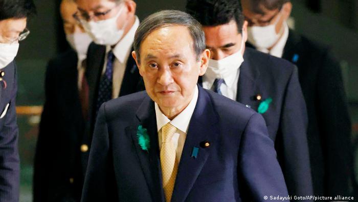 PM Jepang,Yoshihide Suga, saat bertolak dari Tokyo menuju Washington, Kamis (15/4).