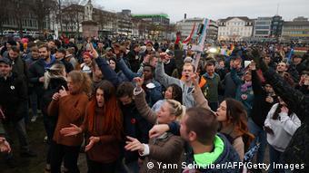 Участники акции протеста против локдауна в Касселе 20 марта 2021 года