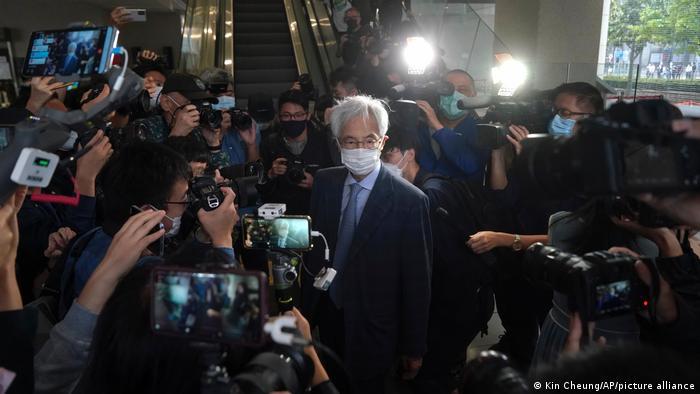 Jurista e ex-legislador de Hong Kong Martin Lee na chegada ao tribunal