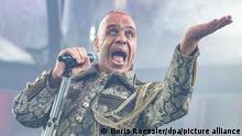 Till Lindemann, Frontsänger der deutschen Rockband Rammstein, singt in der Commerzbank-Arena. Die Band tritt hier im Rahmen ihrer «Europe Stadion Tour 2019» auf. +++ dpa-Bildfunk +++