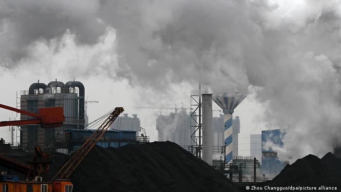 Фабричные клубы дыма в Китае