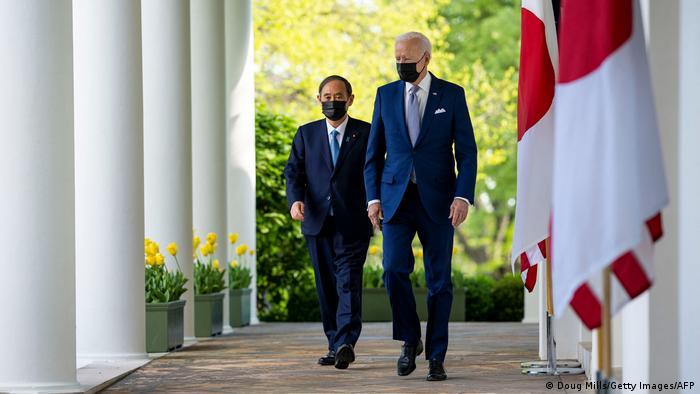 جو بایدن و یوشیهیده سوگا در کاخ سفید، نخستین دیدار حضوری رئیس جمهوری جدید آمریکا با یک مقام ارشد خارجی