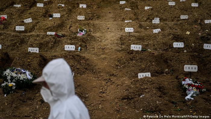 Des tombes anonymes de malades au Portugal (février 2021)