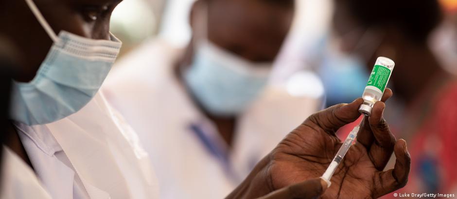 A nurse draws a vaccine dose on March 10, 2021 in Kampala, Uganda