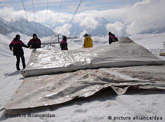 В Европе ледники приходится защищать от таяния
