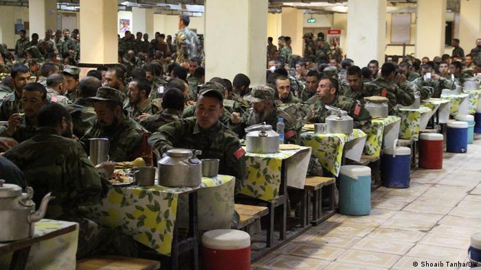 Afghanistan Herat | Fastenbrechen : Afghanische Soldaten