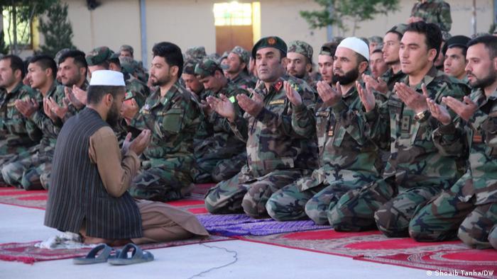Afghanistan Herat | Abendgebet: Afghanische Soldaten