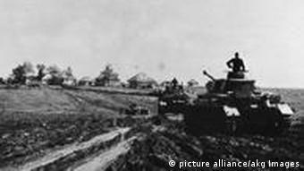 Tanques de guerra alemanes entran a Ucrania.