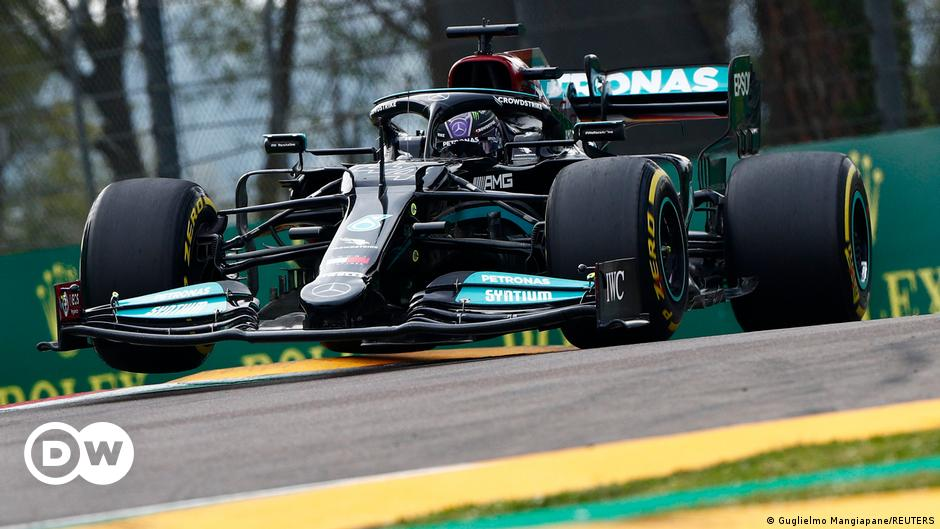 Formel 1: Lewis Hamilton verfolgt Max Verstappen