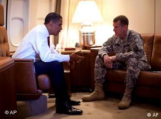 جنرال مک کریستال به همراه بارک اوباما رییس جمهور ایالات متحده امریکا