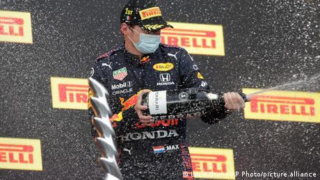 Formel 1   Grand Prix Emilia Romagna   Siegerehrung   Max Verstappen