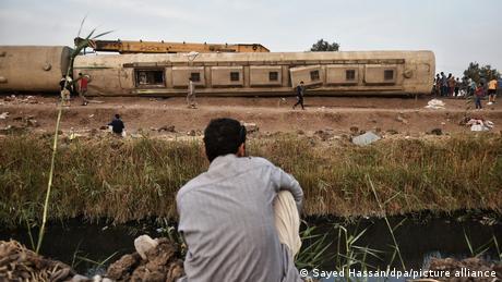 آخر الحوادث يوم الأحد (18 نيسان/ أبريل) في بنها بالقيلوبية، خرجت أربعة عربات عن السكة، حسب مسؤولين، جرح أكثر من 100 راكب. القطار كان في طريقه من القاهرة إلى المنصورة في دلتا النيل ولا يعرف سبب خروج القطار المزدحم بالركاب عن مساره.