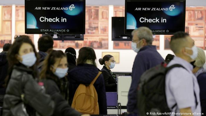Passengers in Sydney Airport preparing to fly to New Zealand