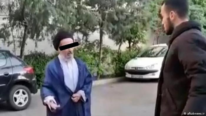 صحنهای از ویدیوی سیلی زدن به یک روحانی که گفته میشود ساختگی است