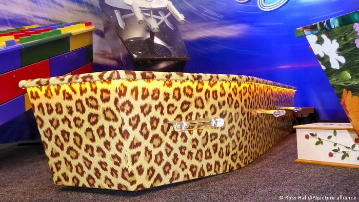 شرکت Dying Art نیوزیلند تابوتی برای پلنگها هم طراحی کرده است.