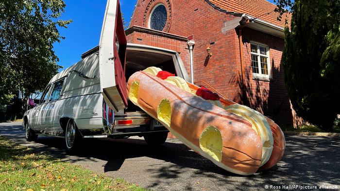 تابوتی به شکل شیرینی دونات با کرم وانیل ساخت شرکت Dying Art نیوزیلند
