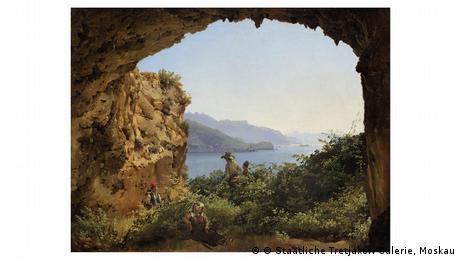 Das Gemälde Grotta di Matromonia zeigt einen Ausblick auf Capri. In einer felsigen Landschaft mit grünem Bewuchs tauchen zwei Männer vor dem blauen Himmel auf.
