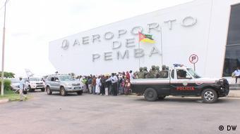 Mosambik Menschenmenge wartet auf Ossufo Momade