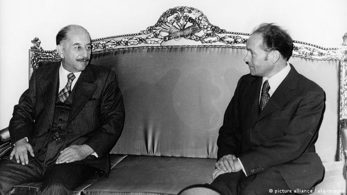 وزير خارجية ألمانيا الشرقية أوسكار فيشر في زيارة للعراق ولقاء مع الرئيس العراقي الأسبق أحمد حسن البكر عام 1975