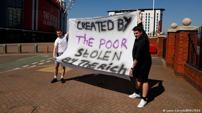Manchester United fans protest against the Super League