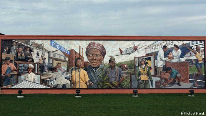 Wandmalerei von Michael Rosato mit einem Porträt von Harriet Tubman