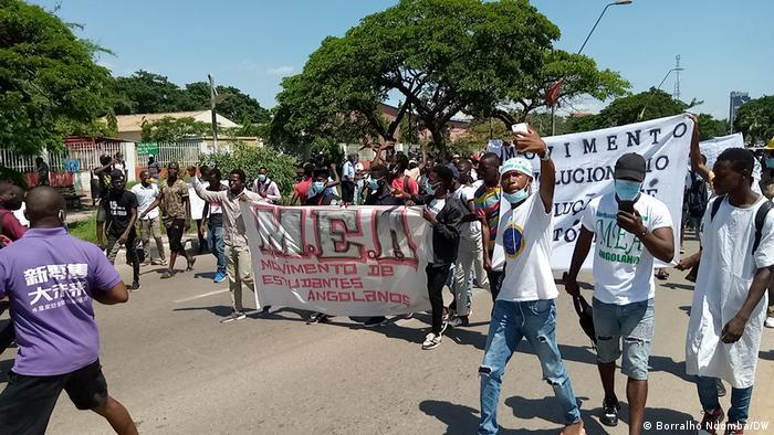Studenten protestieren gegen Studiengebühren in Angola