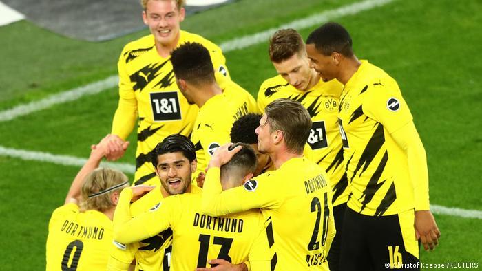 احتفال لاعبي دورتموند بعد تسجيل الهدف الثاني في مرمى أونيون برلين بالدوري الألماني (21 أبريل/ نيسان 2021)