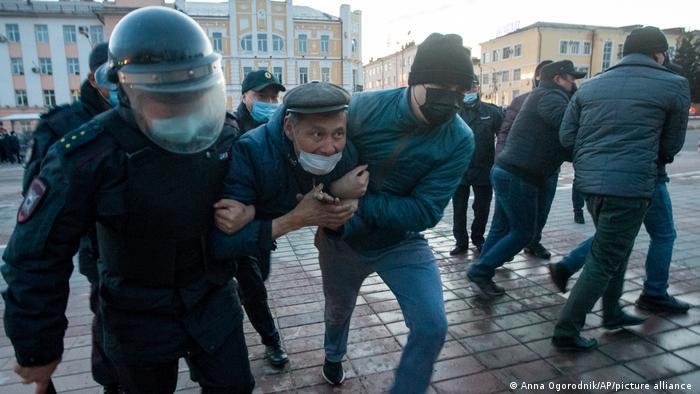 Polis göstericilere müdahalede bulundu