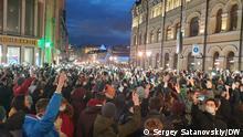 Die Bilder wurden von unserem Korrespondenten Sergey Satanovskiy gestern in Moskau gemacht. Bilderbeschriftungen bei allen gleich: Massenaktion zu Unterstützung von Alexey Navalny in Moskau 21.04.2021. Copyright: DW / S.Satanovskiy. via Andrey Kobyakov