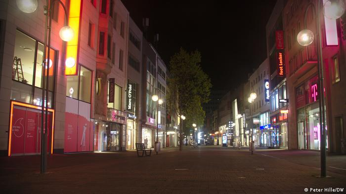 A regular evening streetscape these days in Cologne's city center