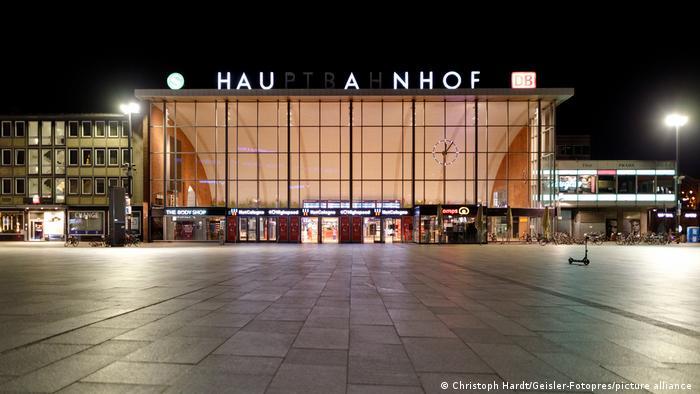 Gara din Köln si o trotineta stinghera