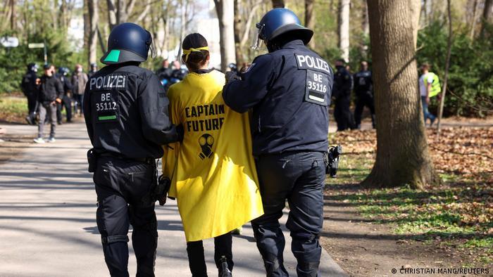 احتجاجات ضد تدابير كورونا في ألمانيا