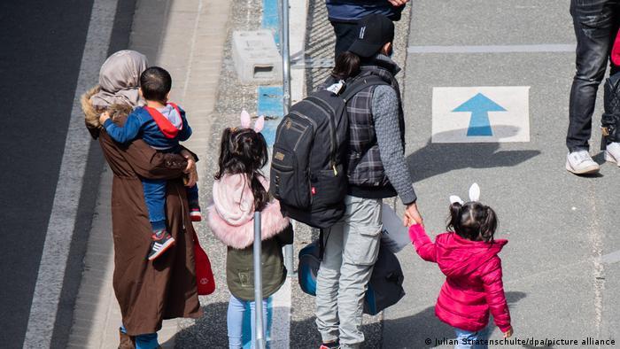 Flüchtlinge aus Griechenland landen in Hannover