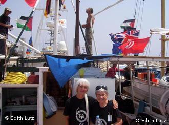 Edith Lutz mit der Aktivistin Hedy Epstein tragen T-Shirts mit dem Schriftzug 'Gaza on my Mind' (Foto: Edith Lutz)