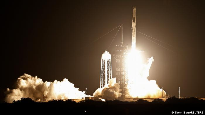 Старт ракети-носія Falcon 9 із космічним кораблем Crew Dragon-2 з мису Канаверал