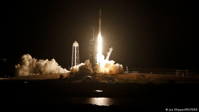 Момент старту космічного корабля Crew Dragon-2 з мису Канаверал