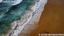 """*** Dieses Bild ist fertig zugeschnitten als Social Media Snack (für Facebook, Twitter, Instagram) im Tableau zu finden: Fach """"Images"""" *** A man walks at the empty Karon beach on Phuket Island, Thailand in April 1, 2021. Picture taken April 1, 2021 with a drone. REUTERS/Jorge Silva"""