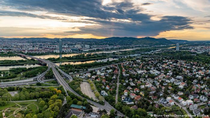 Paisaje urbano de Viena, a orillas del Danubio.