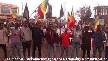 ***ACHTUNG: Bild nur zur vom Rechteinhaber eingeräumten Berichterattung verwenden!*** via Lidet Abebe Wie in vielen Orten von Amhara Region gab es heute (24.04.2021) Demos in Sekota. Viele Leute gingen auf die Straße und fordern eine Ende des Vertreibung und Tötung der Amhara Indigener Völker. Sie halten schwarze Flaggen um ihre Trauer zu zeigen. Rechte: Mebratu Mekonnen/Waghmera Nationality Administration