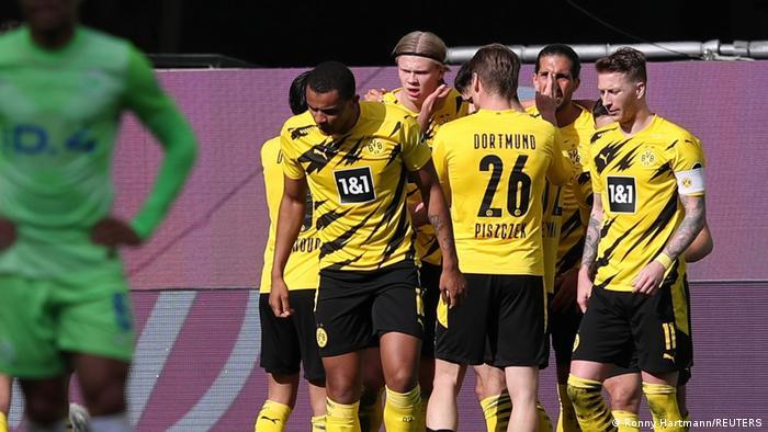 Deutschland Bundesliga - VfL Wolfsburg v Borussia Dortmund | Tor Haaland
