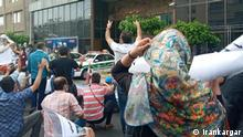 ***ACHTUNG: Bild nur für die Farsi-Redaktion freigegeben!*** via Mahmood Salehi Protest von Kleinanlegern in Teheran und 3 anderen iranische Metropolen, welche ihr Geld an der Börse verloren haben. Rechte: Irankargar