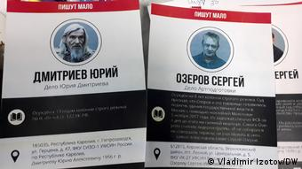 Плакаты с именами политзаключенных в России