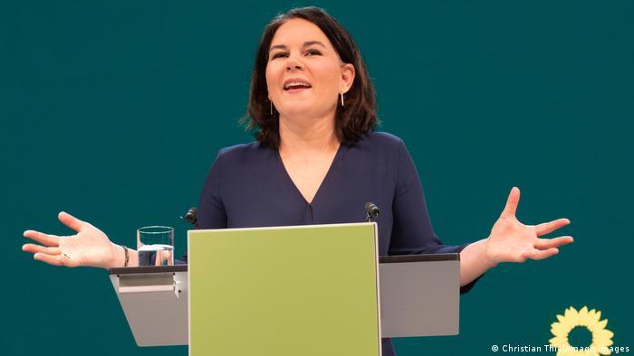Segundo pesquisa, candidata do Partido Verde, Annalena Baerbock, venceria também no voto direto
