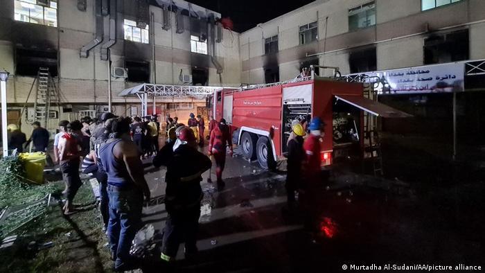 Al menos 82 personas murieron y 110 resultaron heridas en un incendio en un hospital para pacientes con COVID-19 en Bagdad, un drama que provocó la cólera de los iraquíes y llamados a la dimisión de los responsables. Se cree que la tragedia fue ocasionada por la explosión de cilindros de oxígeno que fueron almacenados con neglicencia (25.04.2021).